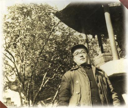 黄裳1954年在昆明金殿