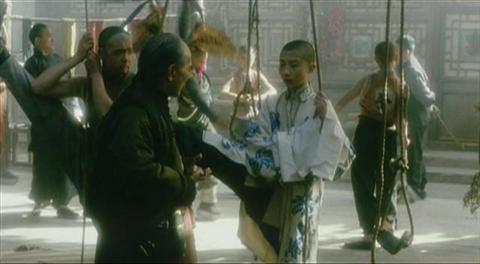 电影《霸王别姬》中小豆子在背《思凡》的唱词