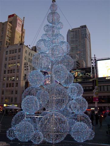 Dundas Square 上的圣诞树